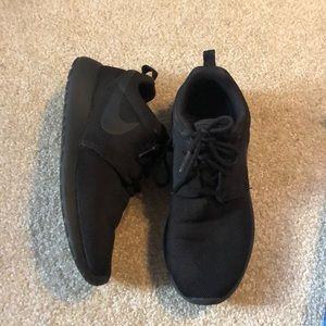 Nike Roshe One Athletic Shoes 🖤👟